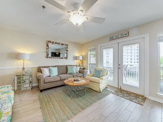 4th Floor Bright, Open Condo w/ Steps To The Beach, Near Entertainment