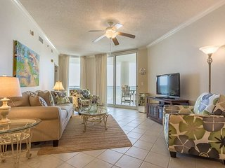 5th Floor Cozy, Open Condo, Views, Beach Chairs Included