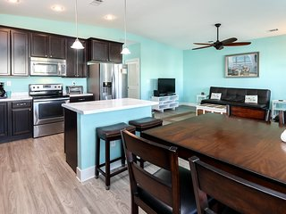 Navarre Beach home steps to beach w/ outdoor dining and outdoor shower!