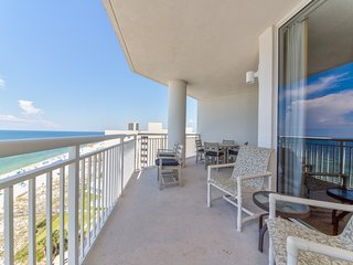 Outdoor dining and expansive Gulf views w/ shared amenities and more!