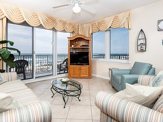 Comfortable Beachfront Condo, Beach Setup Included, Quick Drive To Dining