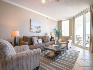 12th Floor Charming, Open Condo, Views, Beach Chairs Included