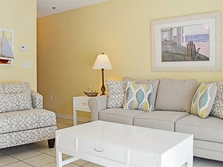3rd Floor Quaint Condo, Steps To The Beach. Quick Drive To Restaurants