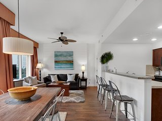 Bright, coastal condo, Steps to the beach, Beach service & bicycles included