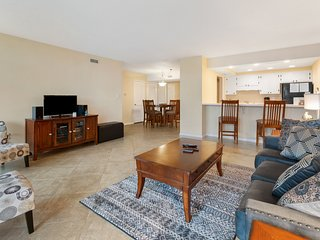 Gulf-Front Condo w/ Across The The Street From Pensacola Beach, Boat Parking