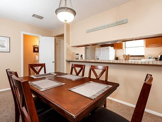 Quaint Condo w/, Chairs & Umbrella, On-Site Pool, Minutes From The Beach