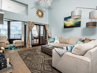 Beachfront Condo w/ 2 Chairs Included, Convenient To Entertainment