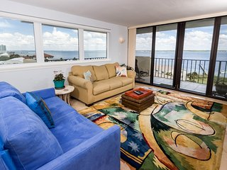Lovely Condo, On-Site Pool, Coastline-View, Quick Walk To The Beach