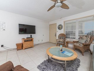 2nd Floor Bright, Open Condo w/ Steps From The Gulf, Near Entertainment