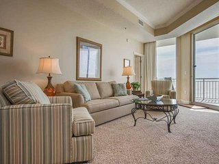18th Floor Charming, Open Condo, Views, Beach Chairs Included