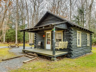 New listing! Adorable cabin in the woods w/ full kitchen, firepit, & porch!