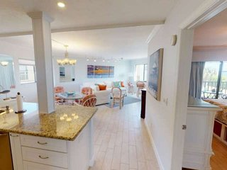 Updated w/bay view , across from the  beach , pool, elevator , close restaurants