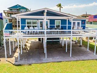 Spacious Surfside Home w/ Deck on Pedestrian Beach