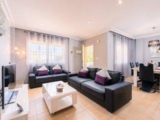 4 Bed Villa free WIFI & Sky UKTV package Roof top dining
