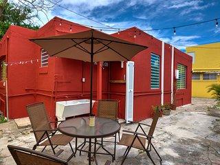 Perla Roja Cottage #5 - 2BD / 1BA - AC, Parking, Laundry, 5min walk to BEACH!