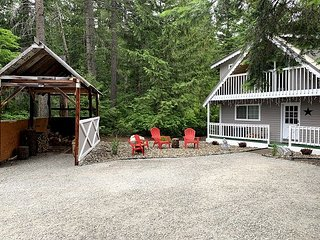 Riverside Chalet, Hot tub, WiFi, Wood-Stove & Fido OK