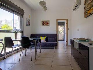 Reines apt-Sunny Modern Bauhaus building, 2bdms