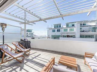 Elegant 2BR Apartment at Princes Wharf with Partial Waterview