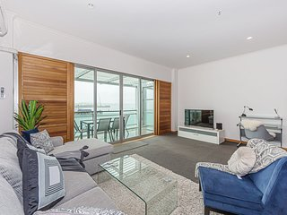 1BR Waterfront Apartment at Princes Wharf