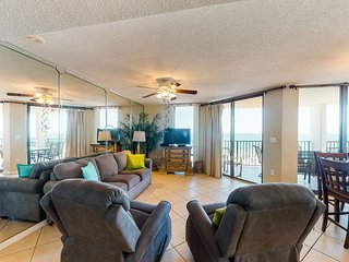 Luxurious beachfront condo w/shared hot tub, indoor/outdoor pools, & gym