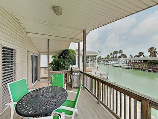 Bayside Getaway w/ Pools, Tennis, Golf, Private Dock - 10 Mins to South Padre