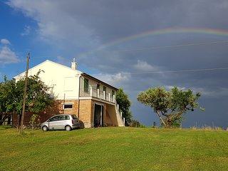 Casa colonica, in posizione collinare con una splendida veduta panoramica