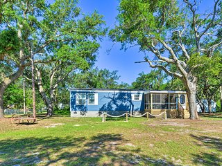 NEW! Harkers Island Hideaway, Steps to Back Sound!