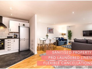 Stylish Liverpool Central Apartment - Sleeps 8!