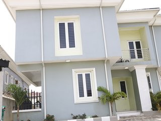 4 Bedroom Apartment, All En-suite, located inside Lekki Phase 1