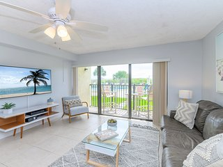 Oceanfront - Ground Floor - 15 Steps to the Beach - Next to Cocoa Beach Pier