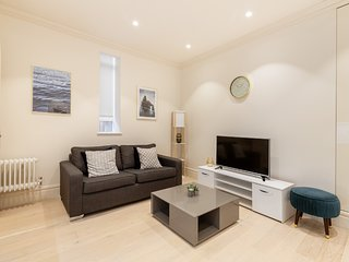 The Heart of Covent Garden - Lovely 2BR 2BA Flat