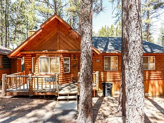Sugar Pine Ultra Relaxing 3BR Log Cabin / SmartTV / WiFi