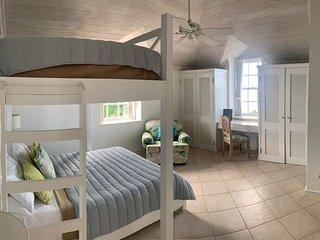 Deluxe Apartment on idyllic Mullins Beach