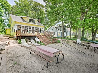 Holland Cottage w/ Deck + Grill on Lake Michigan!
