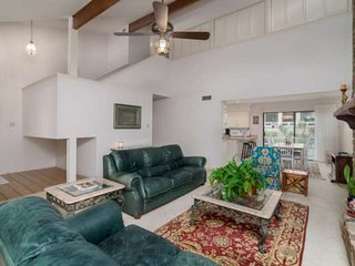 SUMMER IS CALLING! Pet-Friendly home in HSB. Short drive to water, golf, and res