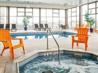 The OLIVER LOFT, Pool, Hot Tub*5 mins Center City