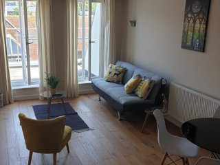 Town Centre Flat with Castle Views