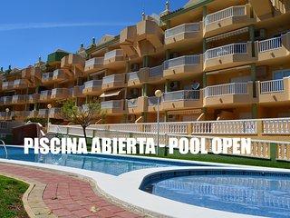 Sea view apartment, free wifi, satellite tv, communal pool, balcony