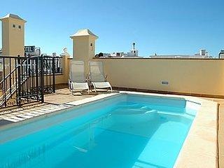 Fantastico Atico con piscina privada en el centro de Nerja