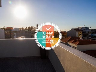 Liiiving in Porto | Bright Balcony Apartment