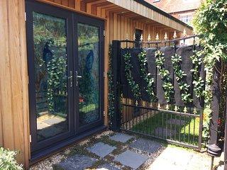 The Citiroom. Central Chichester self contained garden studio.