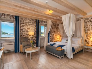 Hotel Capitano - Deluxe Double room with sea and small ferry port view