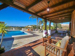 casa rural con piscina privada a 1,5km de la playa, en la costa del sol