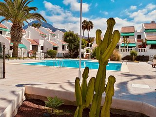 Sunny villa, with terrace, near the beach of Torviscas, pool, wifi and garden