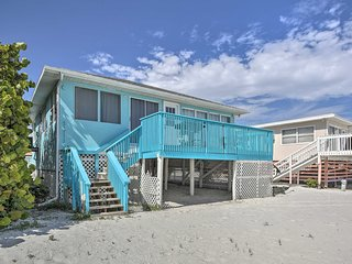 Beachfront Fort Myers Cottage w/Deck & Ocean Views