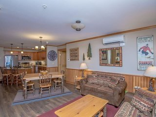 Beautiful Slope side Ski In/Out Condo At Cranmore Mountain In North Conway NH