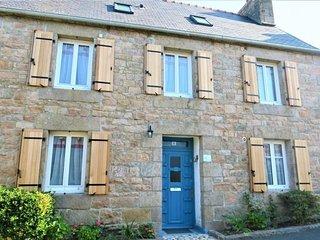 Maison bretonne renovee, bien equipee, avec WIFI a TREGASTEL