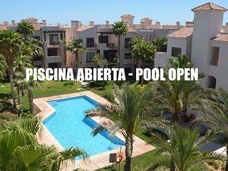 Penthouse, roof terrace, free wifi, balcony, pool views, communal pool