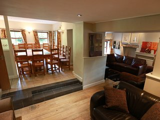 Large house for stags/hens/friends/ families-  sleeps 20 all en suite rooms