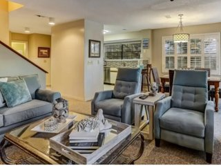 Luxury Condo steps to beach 3BD  3BA